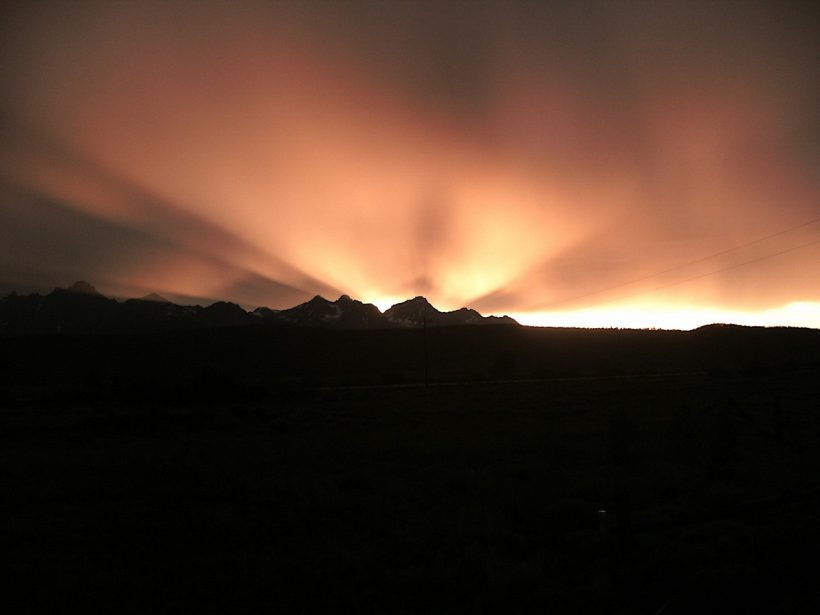 sawtooth mountains sunset rays
